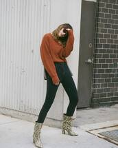 jeans,skinny jeans,high waisted jeans,ankle boots,snake print ankle boots,sweater,knitted sweater,sunglasses