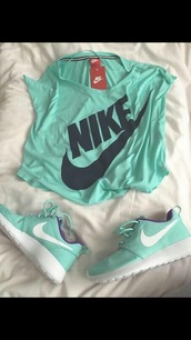 shoes,nike shirt,nike running shoes,green,nike shoes,t-shirt,shirt,mint,nike,outfit,tennis shoes,sports shoes,gym bag