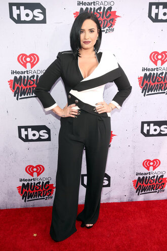 jacket blazer suit demi lovato sandals pants wide-leg pants red carpet