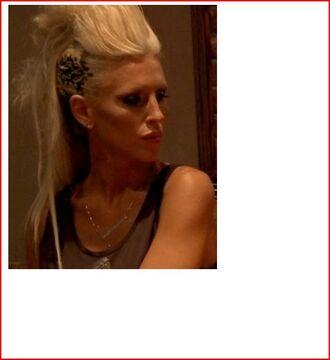 jewels atlanta stencil statement sisters design fashion hair accessory hair blonde hair leaf/design dark