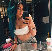 gray shorts,kylie jenner,bracelets,jewels,white top,top,white crop tops,shirt,hair,nails,kendall and kylie jenner,bralette,tank top