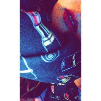 t-shirt yeah bunny lipstick girly kiss cute black red lipstick
