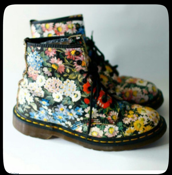 shoes hipster DrMartens fleurs floral shoes DrMartens dr marten boots flowered