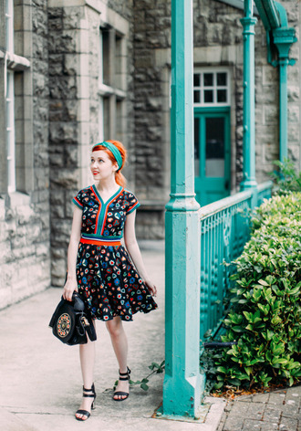 the clothes blogger dress patterned dress retro