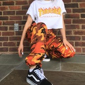 shirt,thrasher shirt,thrasher,pants,orange,orange camo,camouflage,bright,women's,tumblr,tumblr pants,aesthetic,tumblr outfit,bottoms,camo pants,oversized,baggy pants,jeans