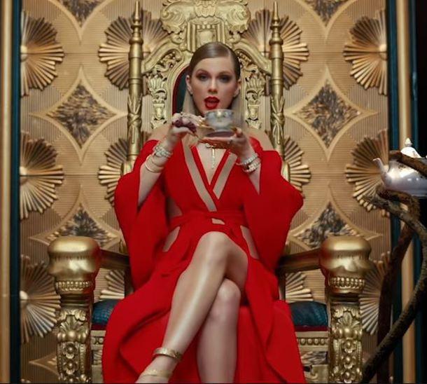 Christmas Lights Glisten Taylor Swift: Dress, Sandals, Taylor Swift, Music Video, Red Dress, Red
