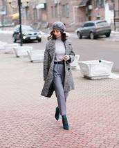 hat,grey hat,beret,pants,monochrome,monochrome outfit,top,grey top,turtleneck,coat,grey coat,grey pants,shoes