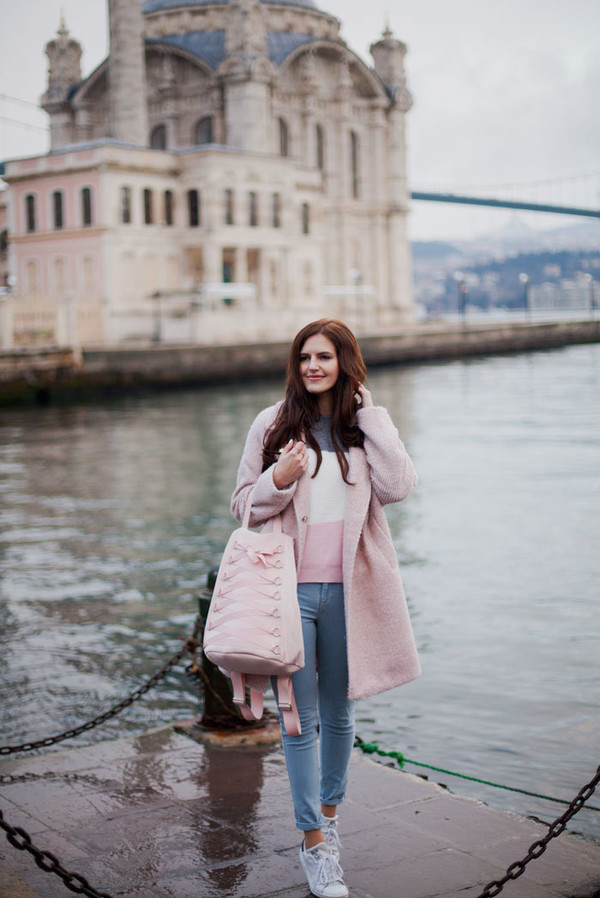 the bow-tie blogger coat sweater jeans pink coat pink bag sneakers spring outfits