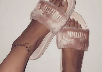 shoes girl girly girly wishlist puma rihanna rihanna style rihanna pumas fur fur slippers pink pink slippers cute