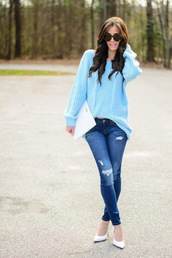 book of leisure,blogger,sunglasses,blue sweater,light blue,ripped jeans,white heels,clutch,white bag