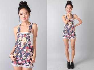 overalls flowered shorts floral cute t-shirt denim denim overalls denim shorts shorts short overalls