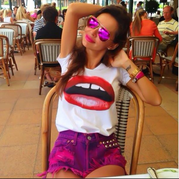 tank top lips sunglasses shorts