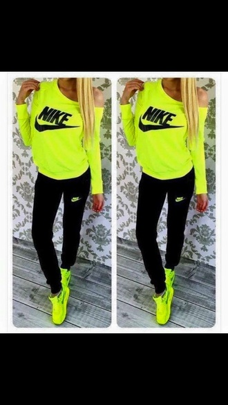 t-shirt nike nike pro yellow black top fittnes tumblr tumblr outfit tumblr clothes tumblr girl tumblr top jumper