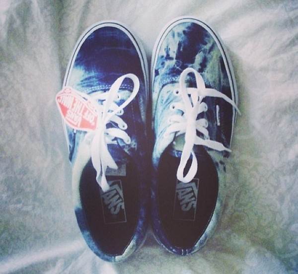 shoes vans baskets blue blue vans blue shoes skater skate shoes skateboard