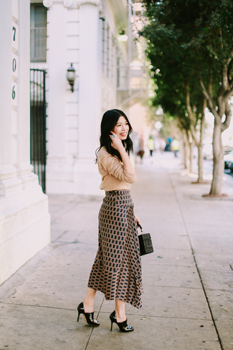 mamainheels blogger sweater skirt bag shoes midi skirt fall outfits spring outfits