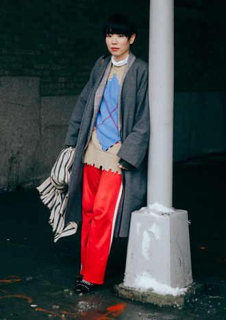 pants nyfw 2017 fashion week 2017 fashion week streetstyle red pants wide-leg pants sweater coat grey coat shoes black shoes