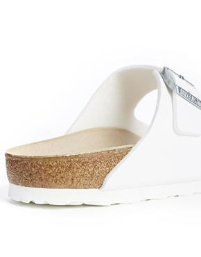 Birkenstock | Birkenstock - Arizona - Sandales plates - Blanc chez ASOS