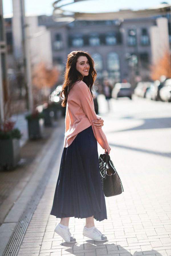 themiddlecloset blogger sweater skirt shoes bag midi skirt sneakers pink  sweater. f696da2d7201