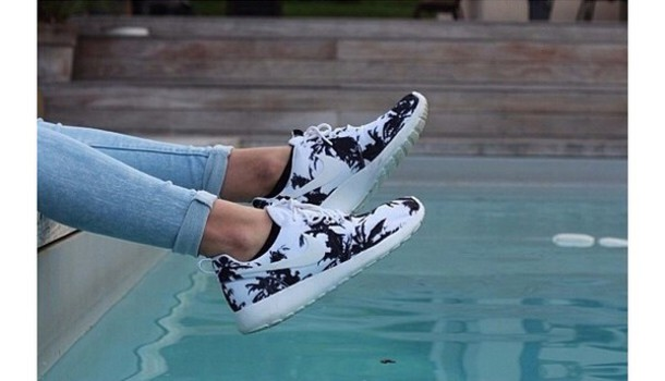 nike roshe palm trees