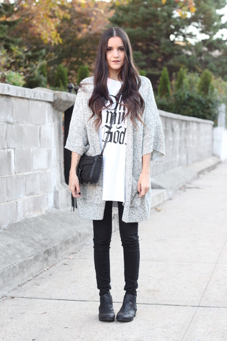 dress like jess blogger grey coat chain bag black bag graphic tee white t-shirt