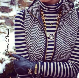 zip gloves warm stripes winter jacket winter outfits chevron blouse t-shirt jewels top winter sweater turtleneck jacket