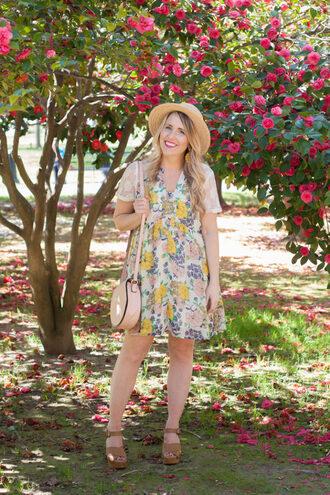 pearls&twirl blogger dress shoes bag hat jewels spring outfits floral dress straw hat shoulder bag wedges