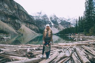 barefoot blonde blogger sweater coat leggings shoes hat