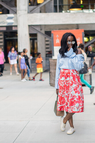 millennielle blogger skirt bag sunglasses red skirt floral skirt bell sleeves button up black girls killin it