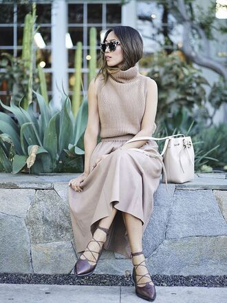 sweater sleeveless turtleneck sweater tumblr beige sweater sleeveless sleeveless top turtleneck turtleneck sweater skirt nude skirt maxi skirt bag nude bag flats lace up flats pointed flats sunglasses tortoise shell sunglasses tortoise shell