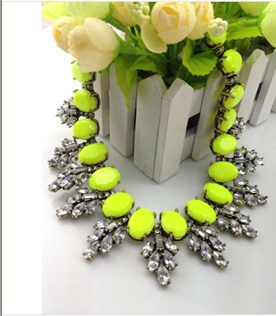 Free Shipping 2014 Spot Sale Necklaces & Pendants Big Brand Crystal Leaves Resin Choker jewelry Chunky Statement Necklace Women -in Choker Necklaces from Jewelry on Aliexpress.com