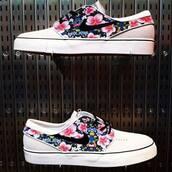 shoes,janoski's,nike,floral,summer,hawaiian,pink,floral print shoes,nike sneakers,hawiian print,nike sb,nike shoes,nike janoski skate shoes,white