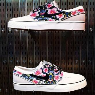 shoes floral janoski's nike summer outfits pink hawaiian floral print shoes nikeshoes hawiian print janoski
