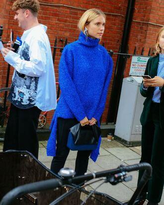 sweater oversized sweater blue blue sweater streetstyle london fashion week 2016 pernille teisbaek