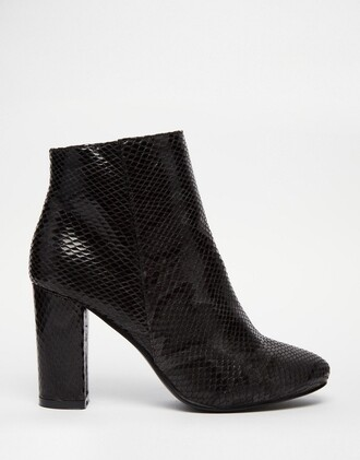 shoes black boots ankle boots snake print