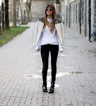 rebel attitude blogger white shirt black jeans