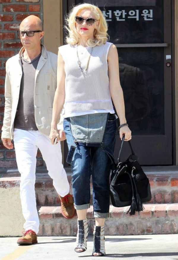 jeans gwen stefani bag sunglasses