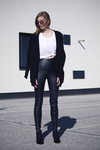 katiquette blogger cardigan black cardigan leather leggings white tank top