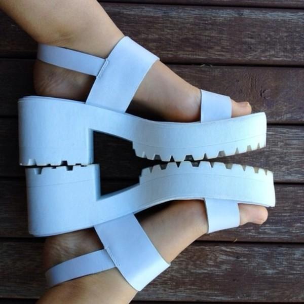 shoes sandels platform shoes white retro hipster white sandals heels