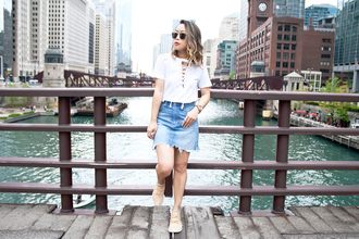 it's not her it's me blogger t-shirt skirt shoes jewels bag sunglasses