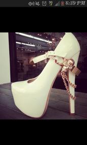 shoes,white,chain,gold chain,gold,high heels,cute,pumps