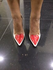 shoes,white,pointed toe pumps,heels,heart