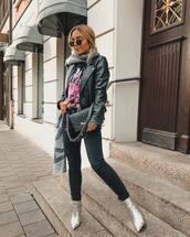 jacket,black jacket,leather jacket,biker jacket,jeans,black jeans,skinny jeans,ankle boots,shoulder bag,printed t-shirt,scarf,sunglasses