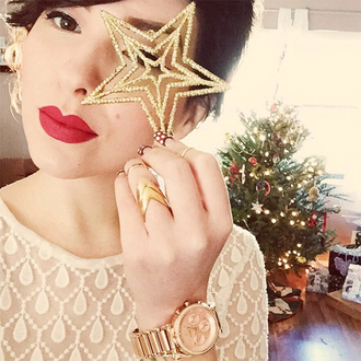 keiko lynn blogger ring red lipstick white top long sleeves knuckle ring jewels sweater make-up