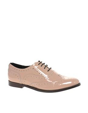 Chaussures richelieu classiques en cuir verni chez asos