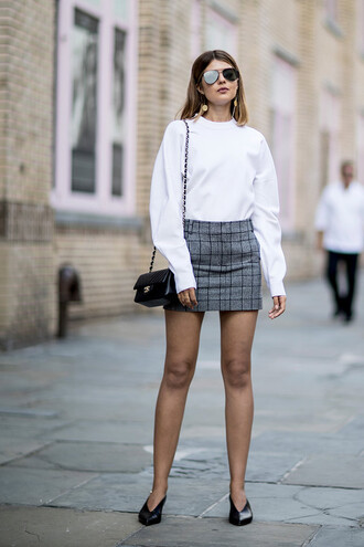 skirt plaid skirt bag plaid plaid mini skirt mini mini skirt top streetstyle white top shoes black shoes sunglasses shoulder bag