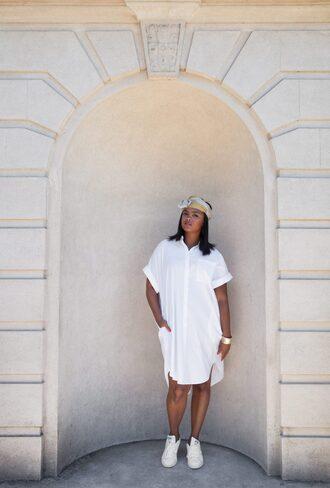 the lipstick giraffe blogger dress shoes jewels make-up shirt dress summer outfits white dress sneakers white sneakers headband
