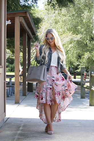 skirt asymmetrical skirt floral skirt top pumps blogger blogger style denim jacket tote bag