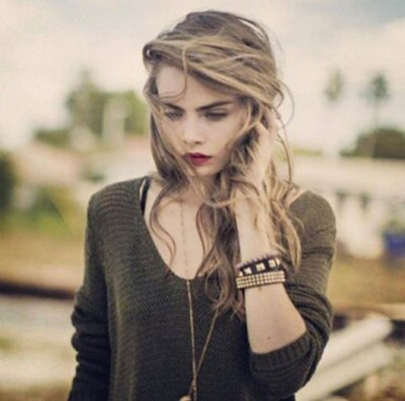 cara delevingne girly make-up jewels sweater forest green