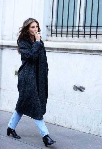le fashion blogger jeans long coat grey coat charcoal grey oversized coat coat tumblr denim blue jeans boots black boots mid heel boots grey long coat