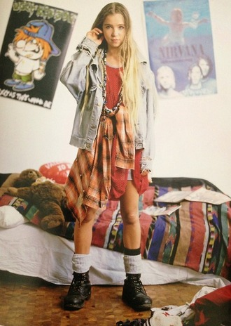 jacket 90s style flannel combat boots demin jewels necklace oversized baggy shirt oversized t-shirt blonde hair orange red denim jacket blazer